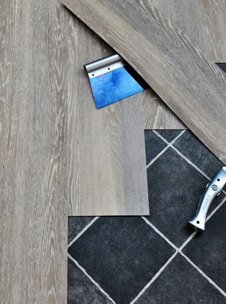 pavimento lvt marrone
