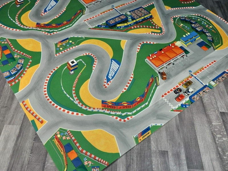 tappeto gioco con pista macchine