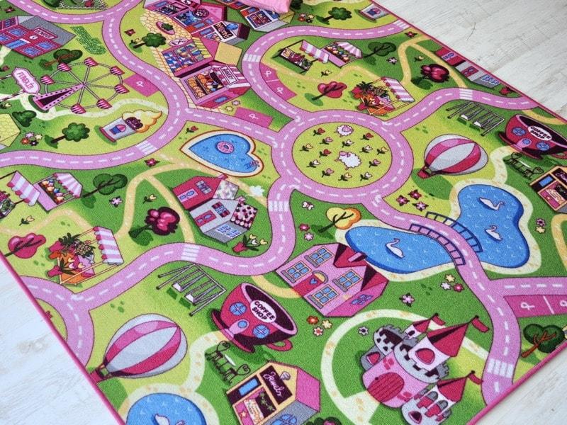 tappeto per bambine con villaggio