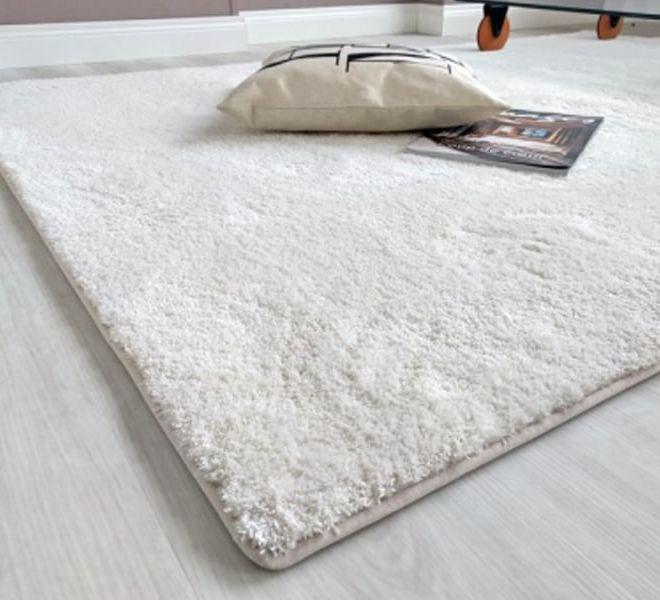 tappeto bianco soffice in velluto