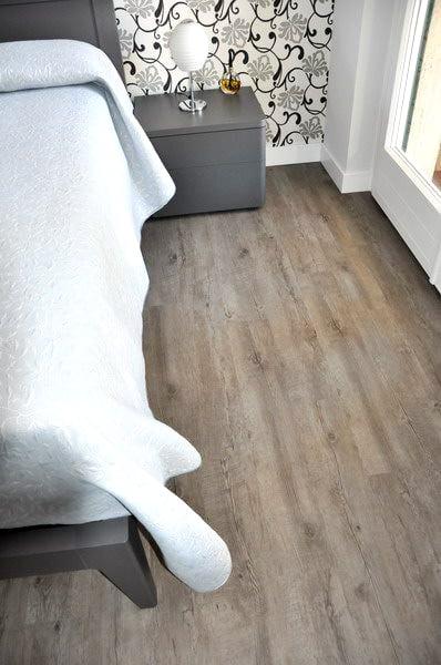 camera da letto con pavimento in lvt