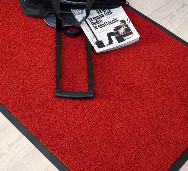 tappeto per ingresso rosso