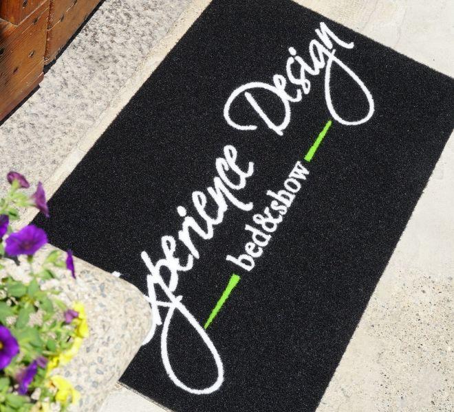 zerbino personalizzato con logo a intarsio