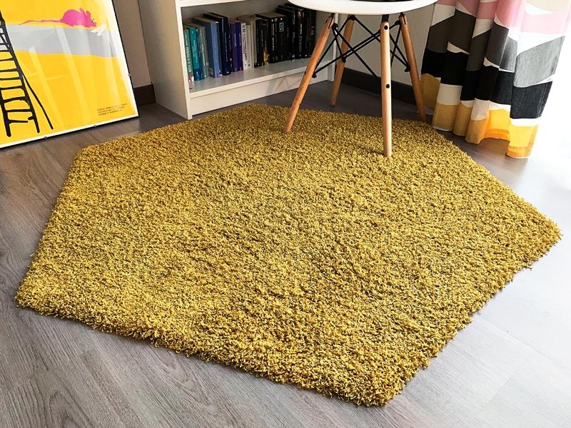 tappeto esagonale giallo