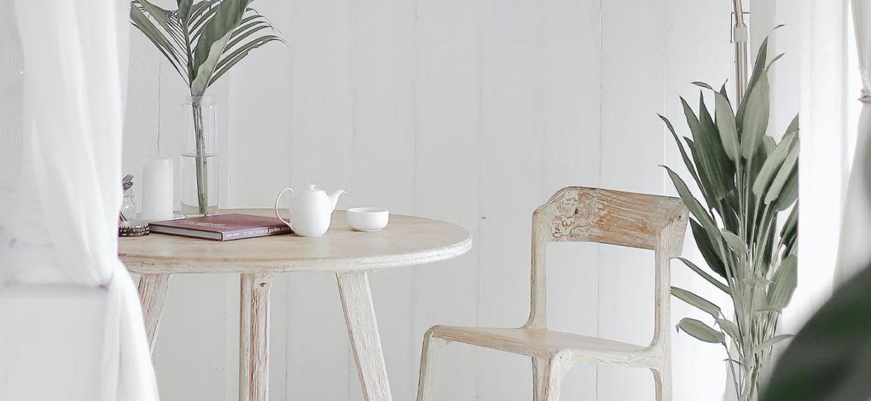 tavolo con tappeto rotondo bianco